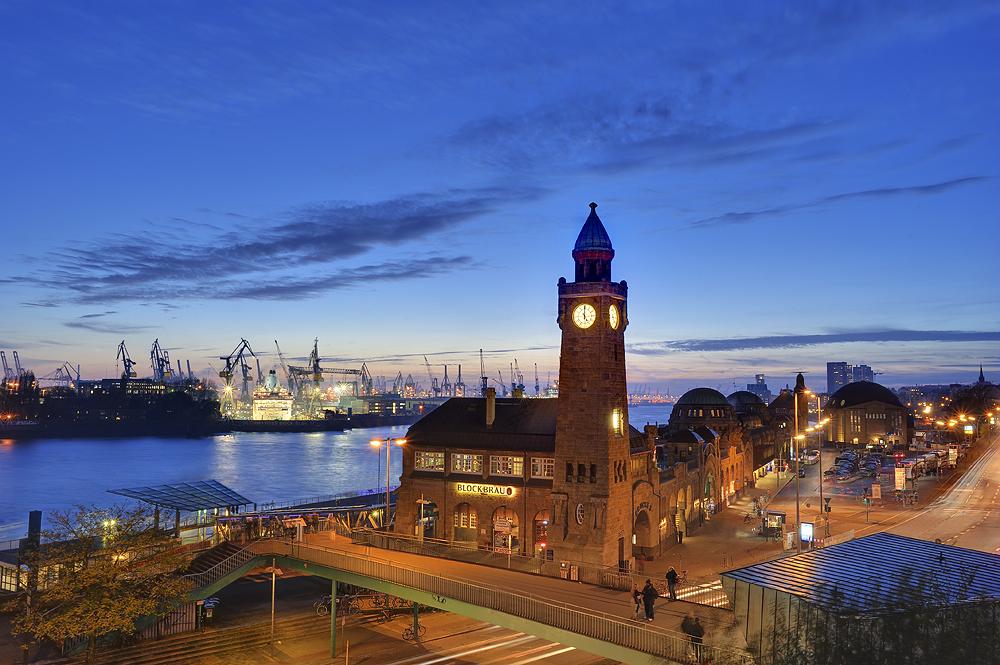 Hamburg Landungsbrücken, Harbour