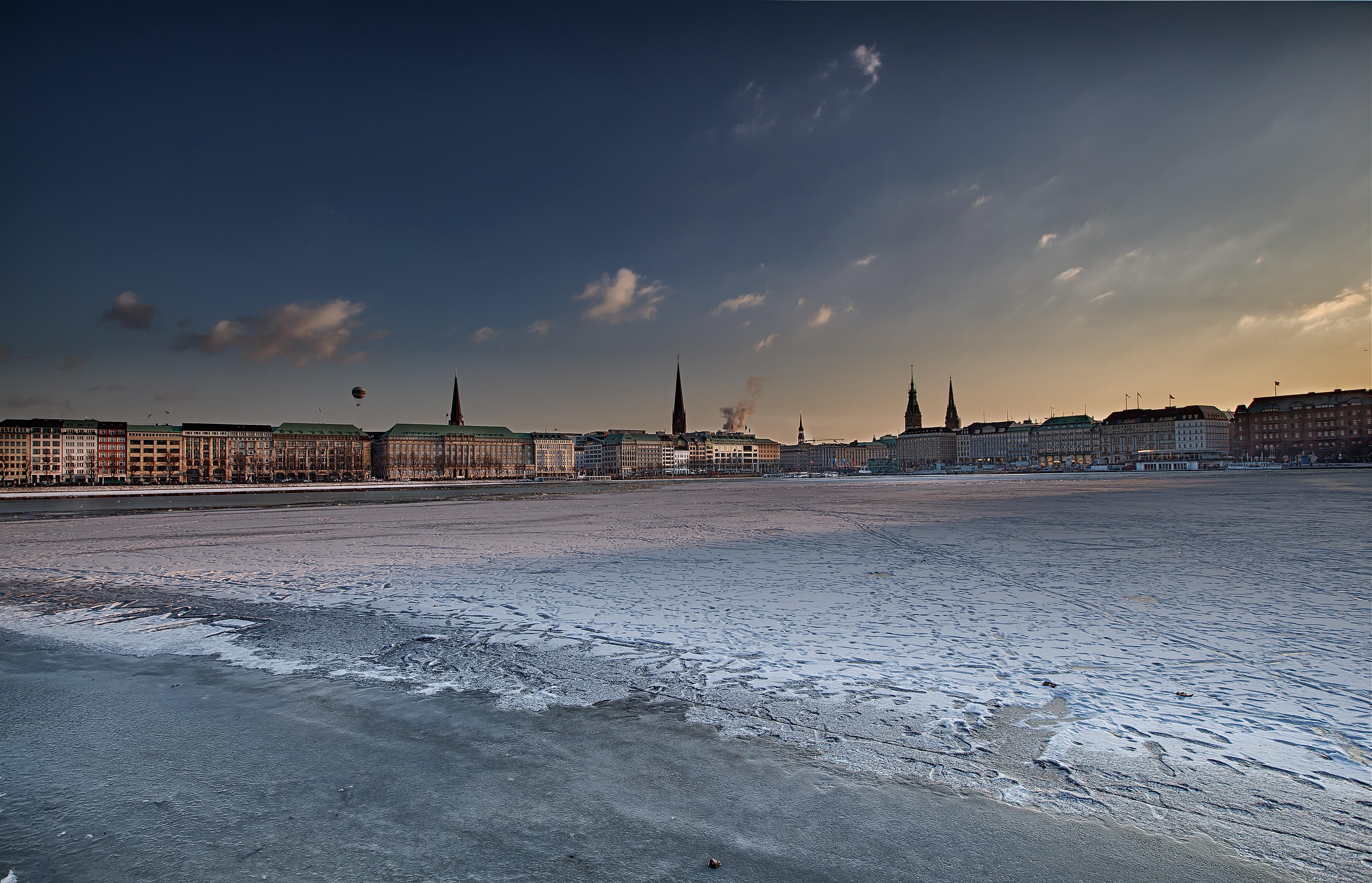 Hamburg, gefrorene Binnenalster