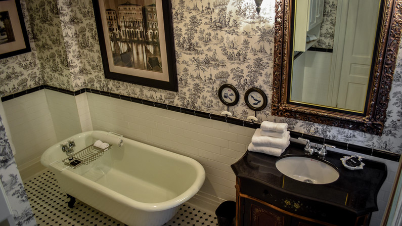 Prince Louis (Ensuite Bathroom)