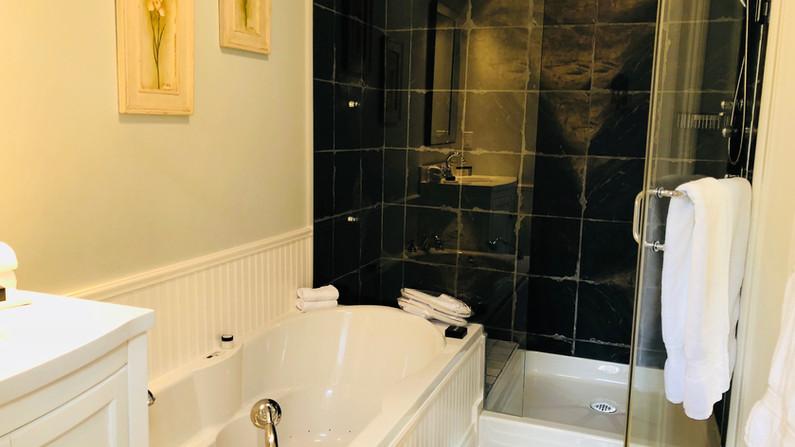 Prince George (Ensuite Bathroom)