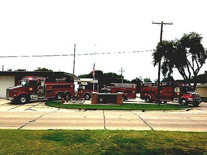 fire_truck_near_sign.jpg