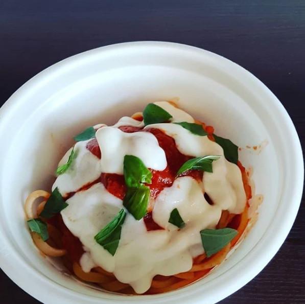 イタリアントマトとモッアレラチーズのリングイーネ