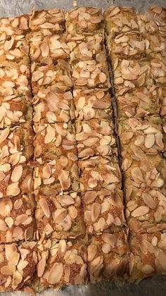 Bakewell Traybake slice (4 pieces)