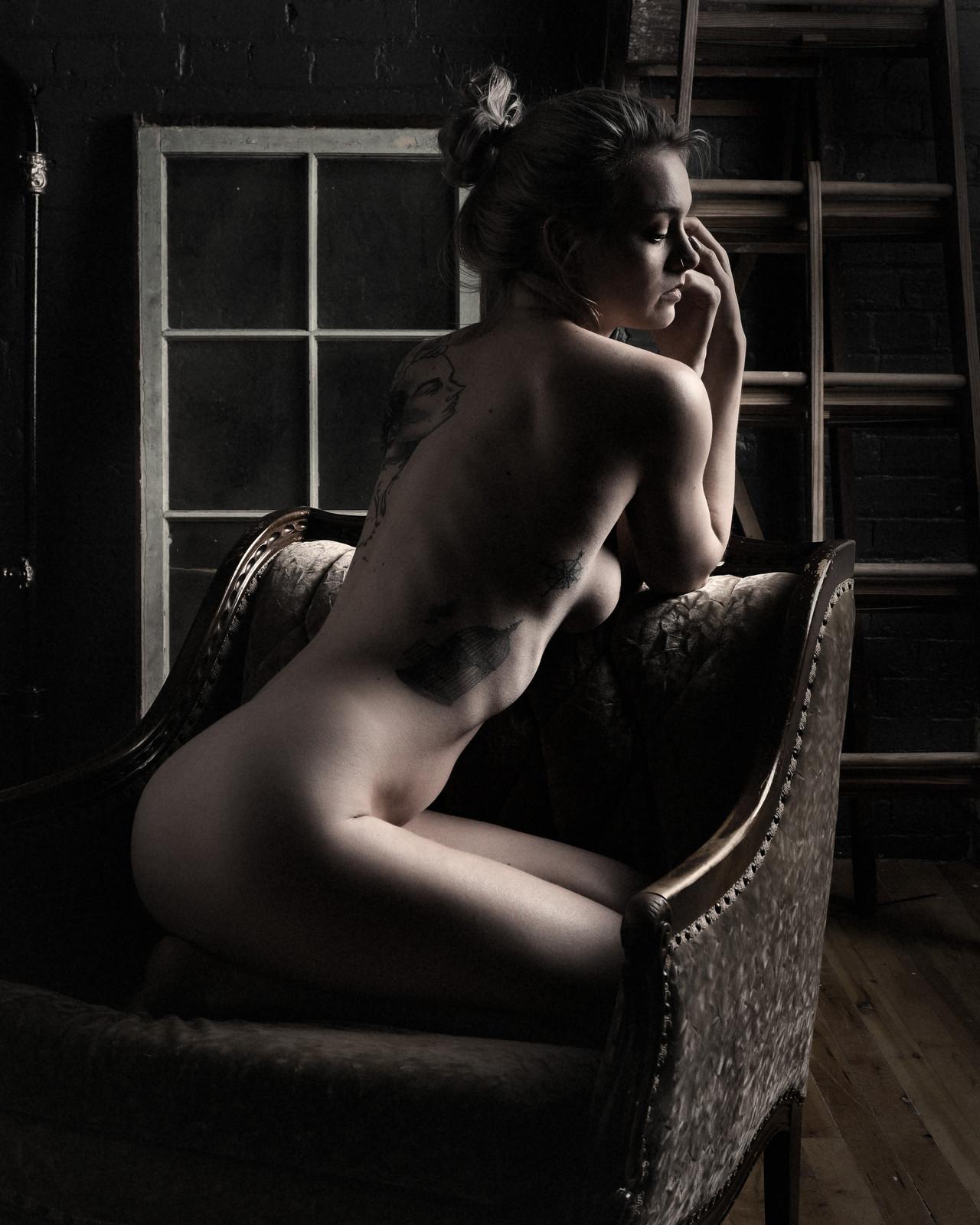 Black naked boudoir — pic 4