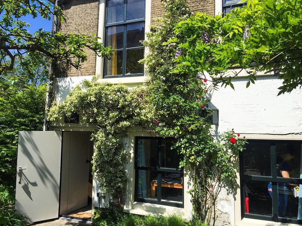 Eigen huisje met tuin aan de gracht voor overnachten in Gouda