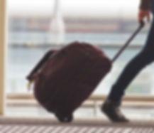 人拉桿箱在機場