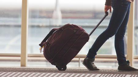 Een werknemer komt terug uit het buitenland, en nu?
