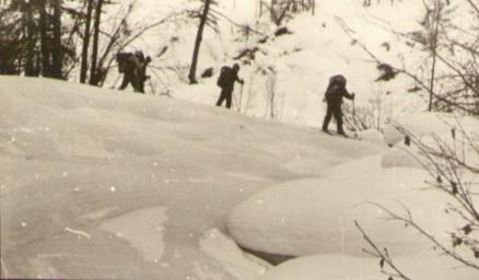 Наледи на ручье Ледниковый — Туристический поход в район хребта Дуссе-Алинь 1986 год — Блог Сергея Чеботова
