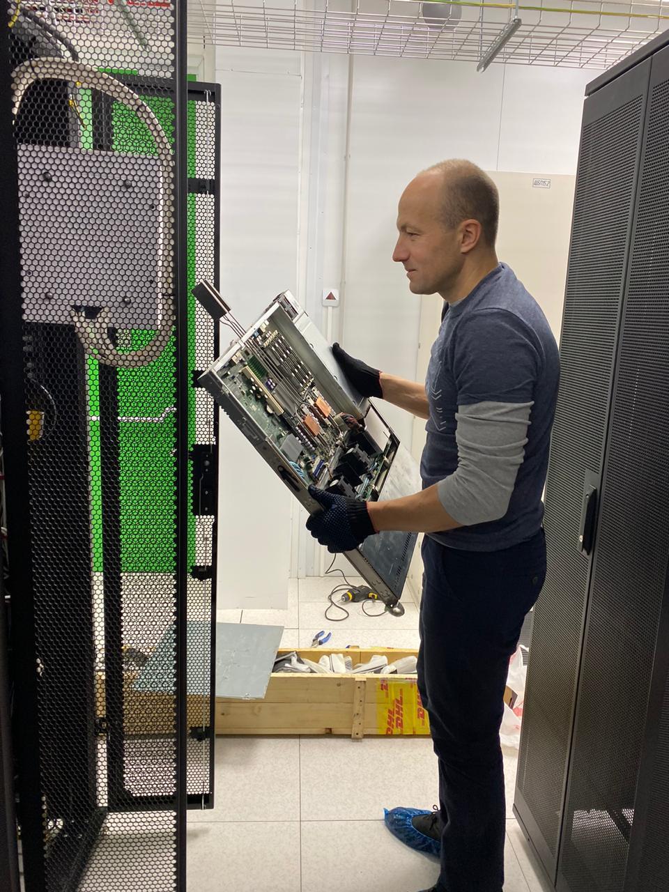 Модернизировали серверную стойку в DataPro. Теперь она еще удобнее!