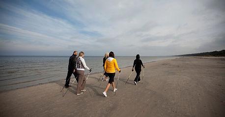 Тренировки по скандинавской ходьбе для физически подготовленных людей и корпоративных заказчиков