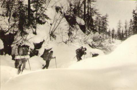 Подъем по перевальному ручью — Туристический поход в район хребта Дуссе-Алинь 1986 год — Блог Сергея Чеботова