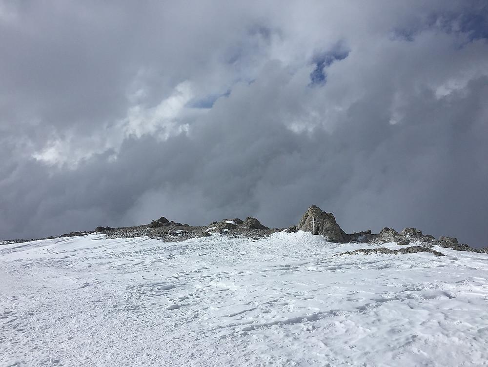 Захоронение польского альпиниста на высоте около 7000 м. | Треккинг к Пику Ленина | Блог Сергея Чеботова