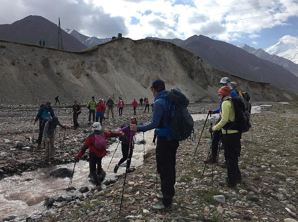 Речка у Лагеря 1 Ак-Сай| skitour.club | Блог Сергея Чеботова