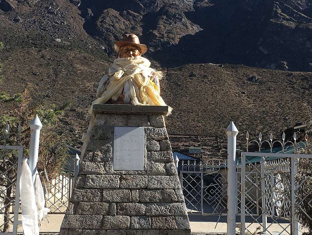Памятник Эдмунту Хиллари | skitour.club | Блог Сергея Чеботова