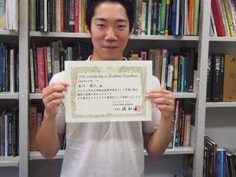 米川周人君が成績優秀者に選ばれました