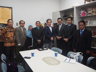 インドネシア外務省教育研修局長が研究室を訪問しました。