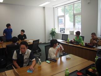 デヴィ夫人と加藤ゼミ生が昼食懇談会を開催しました