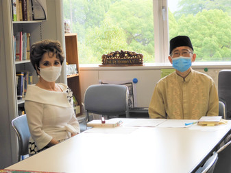 デヴィ夫人が研究室を訪問されました