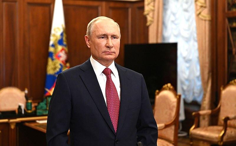 Rússia dispara contra navio britânico