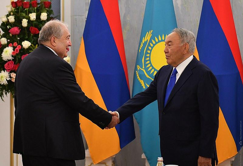 Presidentes da Armênia e do Cazaquistão discutem cooperação bilateral