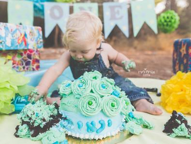 קייקסמאש או פוטוסמאש – מה עושים כשהבייבי שלנו לא מוכן להצטלם עם העוגה?