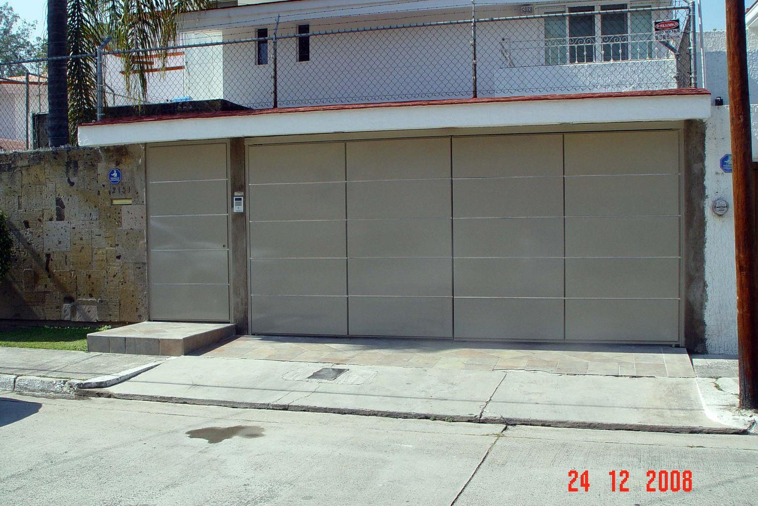 Puertas para cocheras interesting puertas para garaje en - Puertas automaticas para cocheras ...