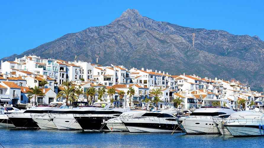 Luxury-yachts-lined-up-in-the-harbour-of
