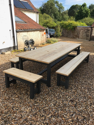 Prosecco Table & 4 Benches