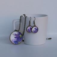 Dark violet flowers