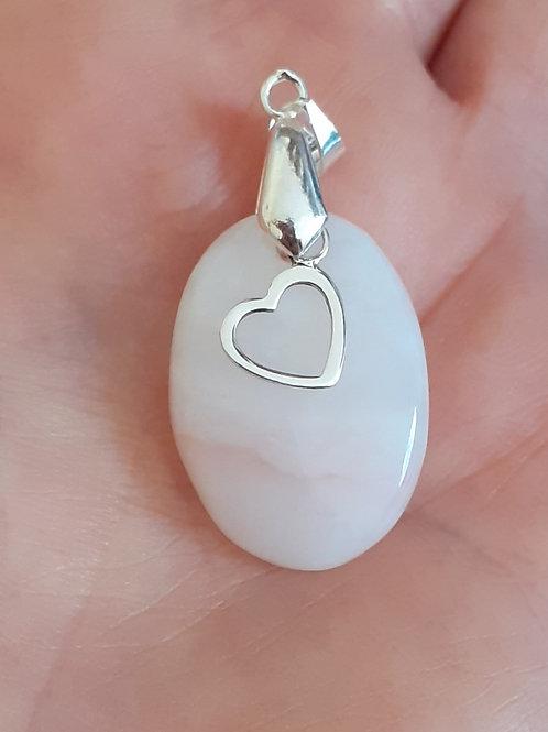 Opale rose et coeur argent 925 en pendentif