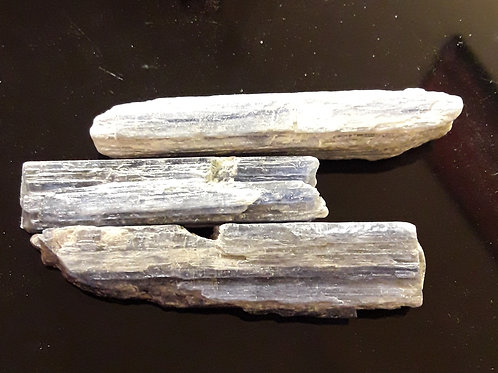 Cyanite ou disthène bleue, pierre brute