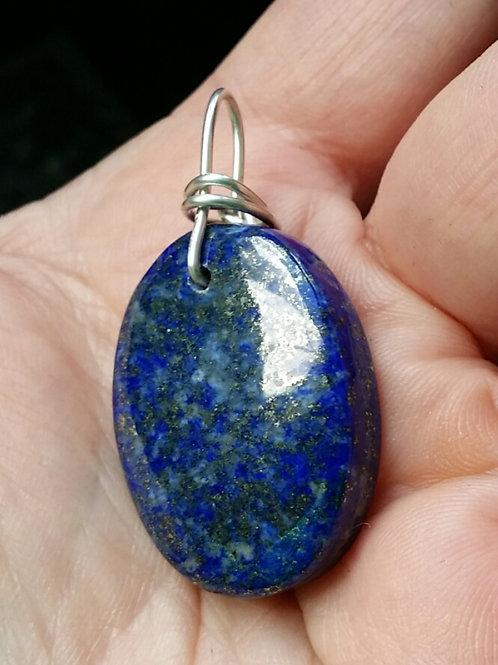Lapis lazuli, pendentif monté sur fil d'argent 950