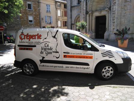 Fin de semaine en douceur pour CréaPUB Marquage de véhicule pour une crêperie de Lagnieu : La légend