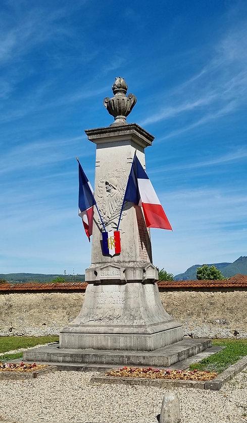 Monument v.jpg