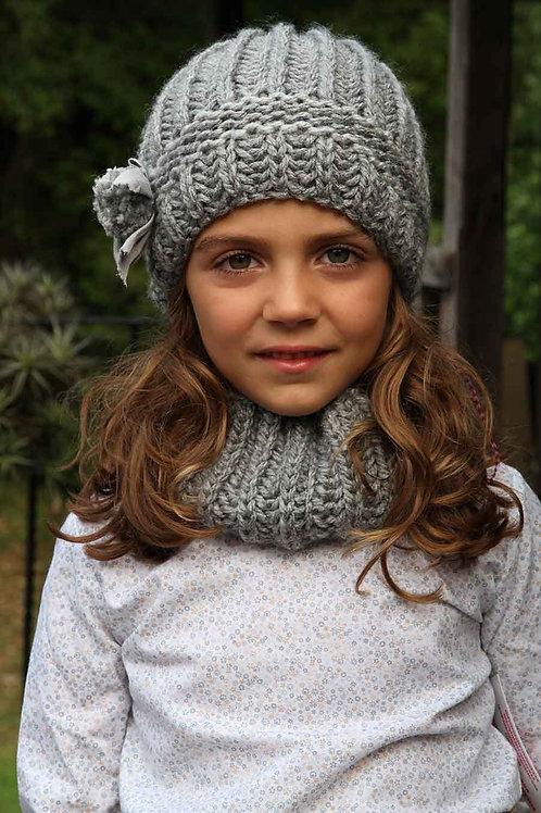 Gorro y cuello de lana color gris