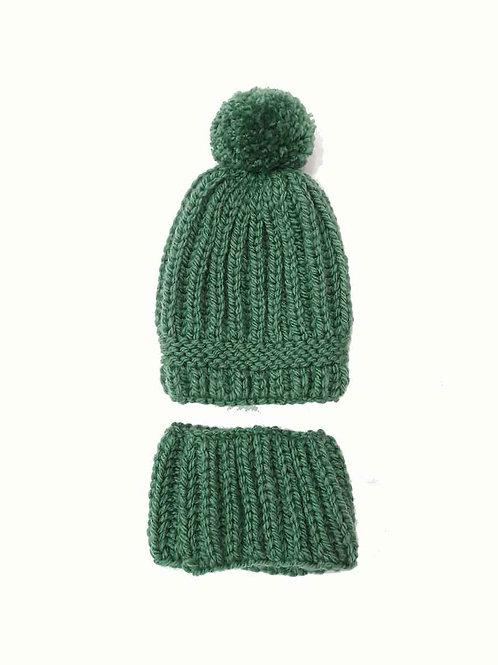 Gorro PomPom y cuello de lana color verde
