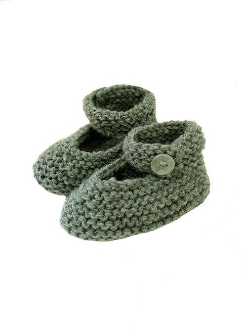 patucos a mano de lana verde