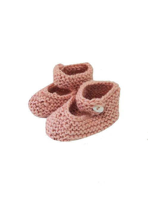 patucos a mano de lana rosa