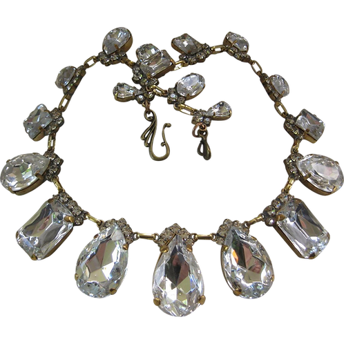 Beautiful Vintage Glass Clear Ice Stones Necklace