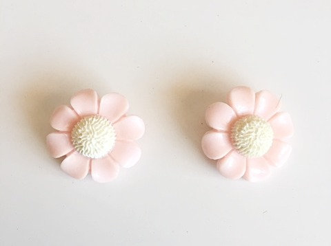 Cute Vintage Pink Daisy Earrings- Clip On