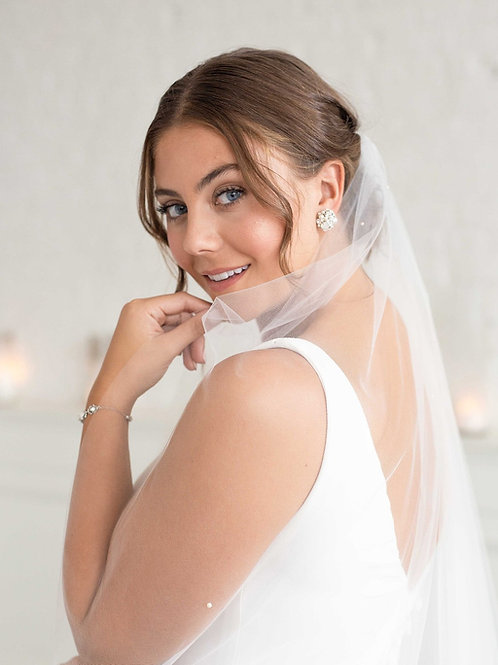 Minimal Scattered Pearl Cathedral Veil