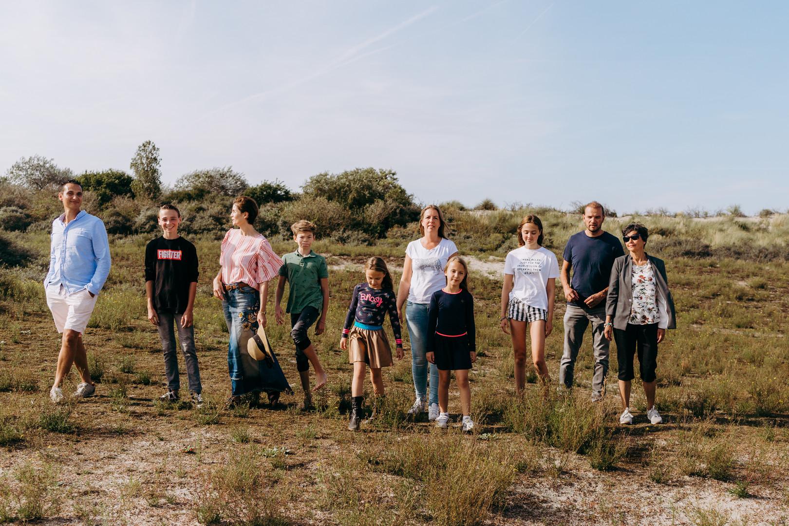 super gezellige familie lifestyle fotoshoot op het strand en duinen