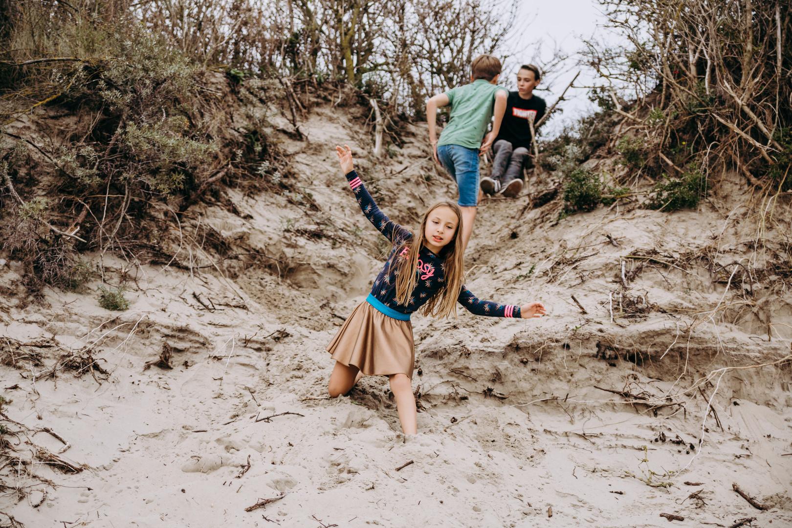 super gezellige familie lifestyle fotoshoot op het strand en duien