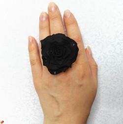 кольцо черн роза