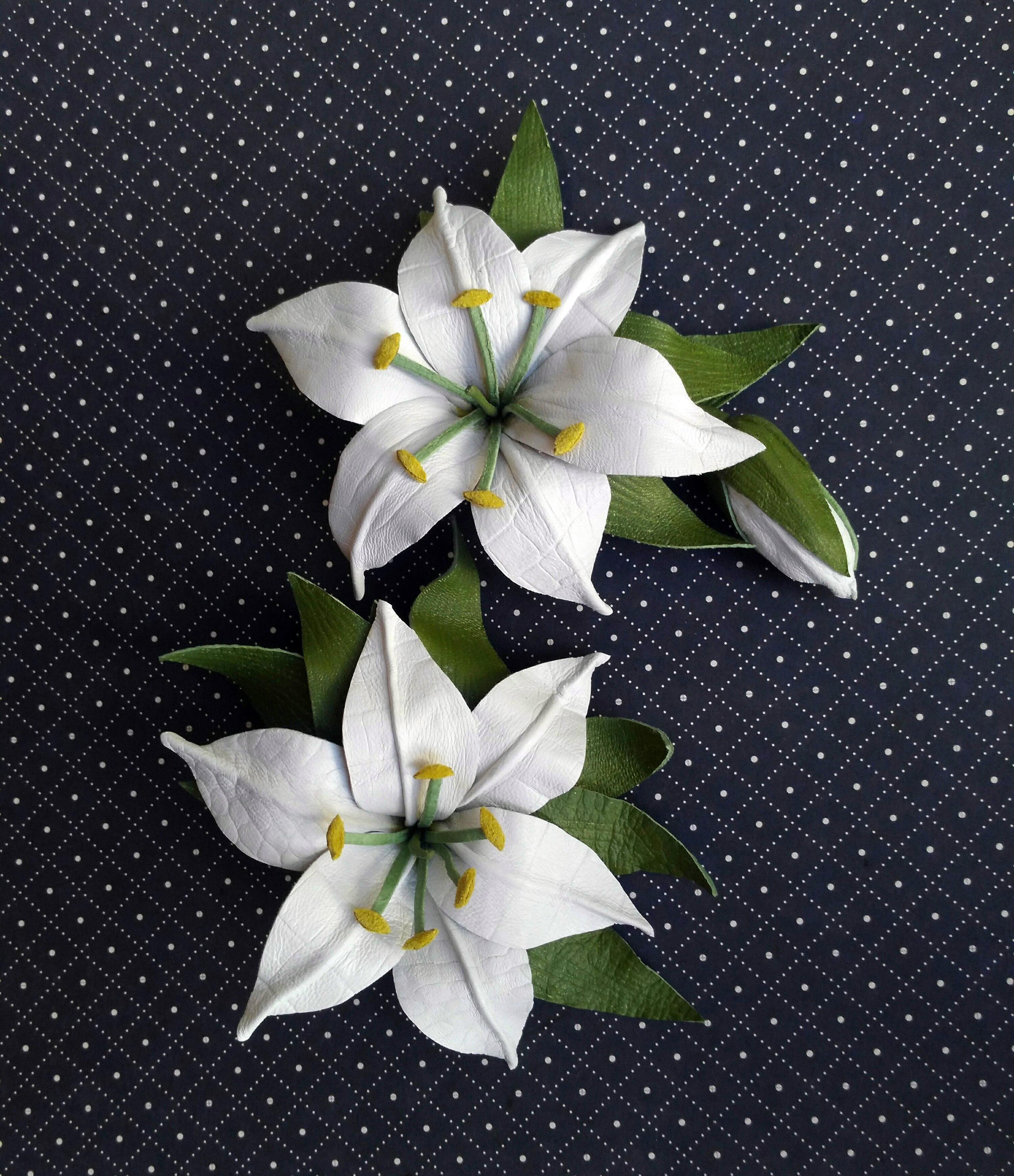 брошь лилия