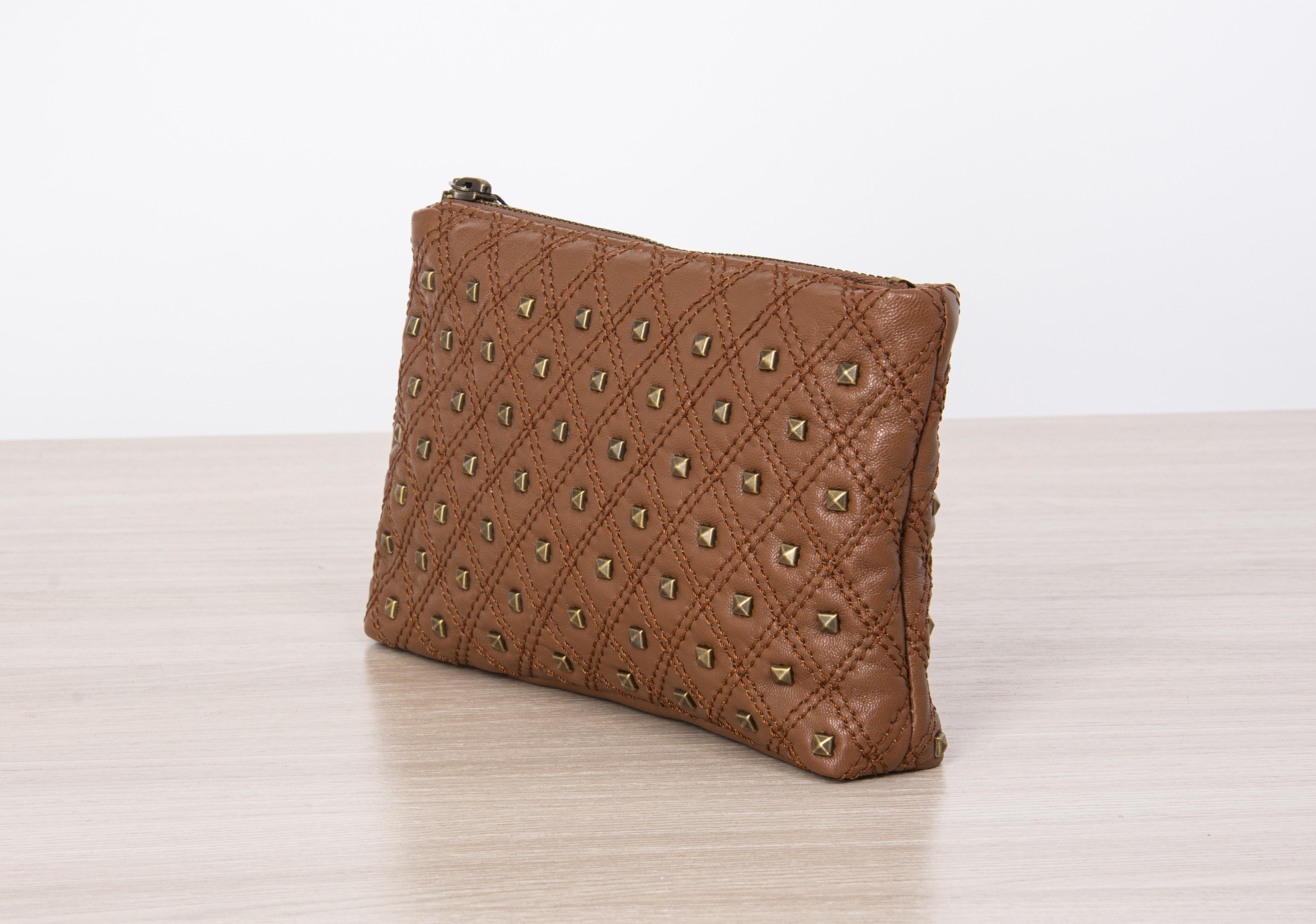 Косметичка или маленькая сумочка