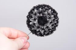 бутоньерка Одуванчик черный из шелка