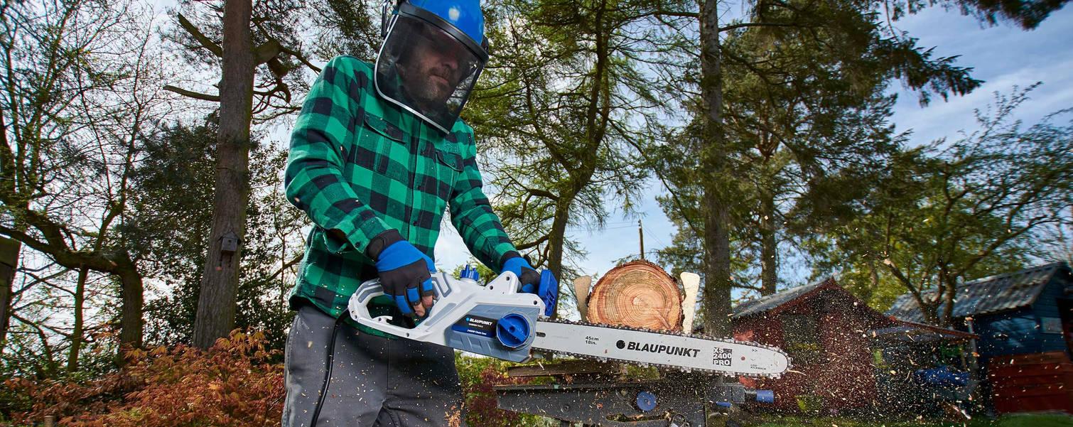 chainsaw2-web.jpg