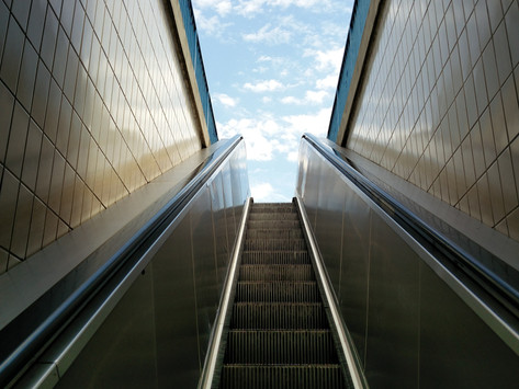 На стълбите