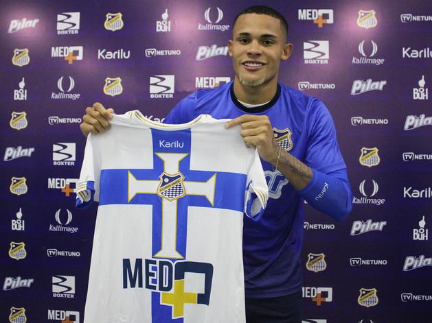 Água Santa negocia Renato com clube Português
